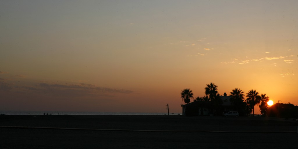 8. puesta de sol playa poniente copia
