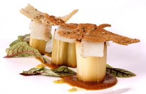 Ensalada de puerro y bacalao ahumado aliñadada con gordal  -küiru