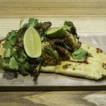 CHIFA BOTECO_Codornices con Chimi-Curry_Foto Feng Ye An