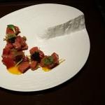 Tartar de atún rojo con wasabi, yema de huevo y caviar iraní