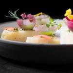 Col asada, servida fría, cebollitas y rabanitos encurtidos_restaurant  xavier pellicer