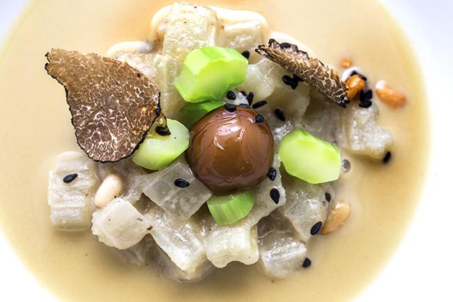 Crema de Alcachofas con cardo , bombón de hongos y trufa