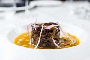 Timbal de rabo de toro con pochas y cebolla roja, Alma of Spain